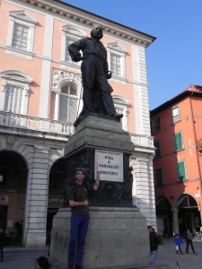 Jason poses with the Giuseppe Garibaldi monument in Pisa.